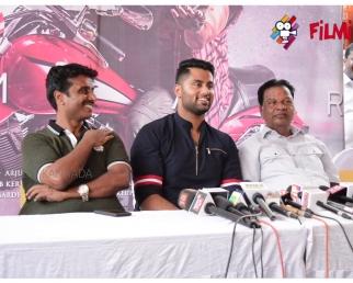 Amar Kannada movie : Ambareesh taunts son Abhishek