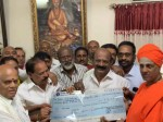 Film Chamber Donates 5 Kakhs To Siddaganga Mutt