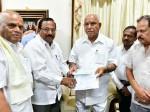 Karnataka Film Chamber Donates 25 Lakhs To Cm Relief Fund