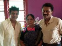In Pics Shivarajkumar Invites Leelavathi Vinod Raj For His Daughter S Marriage