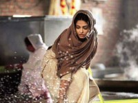 In Pics Aishwarya Rai Bachchan Cooked And Cleaned Floors At Golden Temple