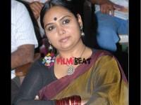 Bigg Boss Winner Actress Shruthi Will Be Seen Anchor Mahasati Serial