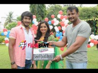 Director Mahesh Babu Introduces 2 Newcomers Kannada Movie Crazy Boy