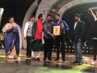 Nikhil Kumar Wins Best Debutatnt Award