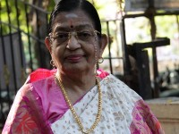 P Suseela Clarifies That She Is Alive