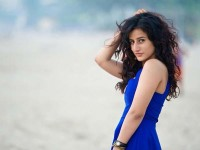 Tv Actress Saloni Chopra Posts A Topless Picture