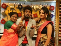 Kirik Keerthi And Family Have Taken Part In Tutta Mutta Game Show