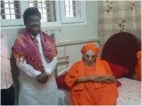 Jaggesh Prays For Fast Recovery Of Siddaganga Swamiji