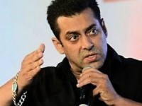 Salman Khan Slaps His Security Guard For Misbehaving With A Fan Kid