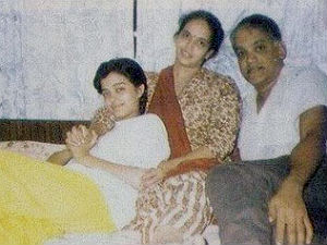 aishwarya-rai-with-her-parents