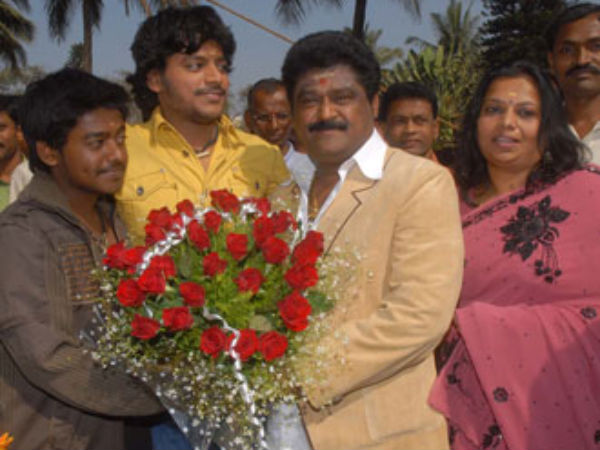 Actor Jaggesh son Gururaj marriage held in London