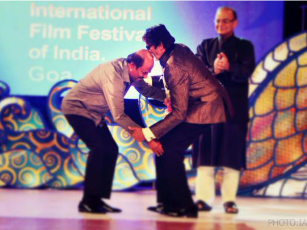 Rajnikanth bows his head to Amitabh Bachchan at IFFI