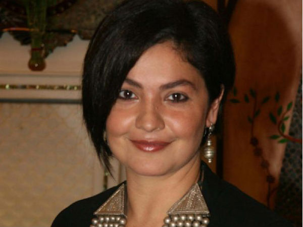 Pooja Bhatt ends marriage with husband Manish Makhija announces it on Twitter