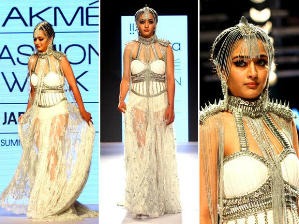 Akshara Haasan sizzles at Lakme Fashion Week