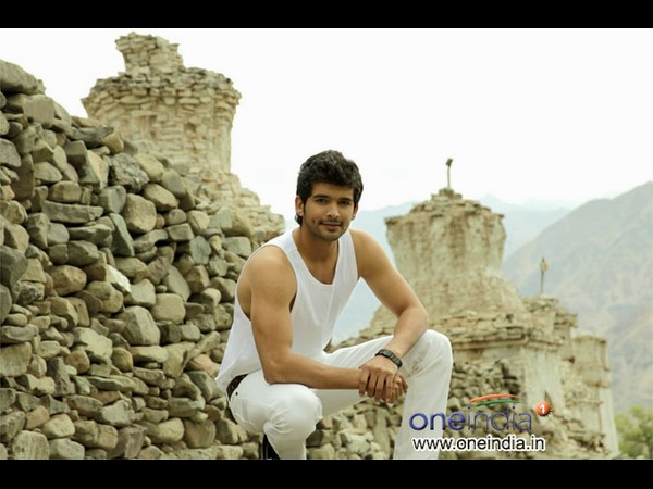 Diganth new movie 'Hit Wicket' to launch shortly
