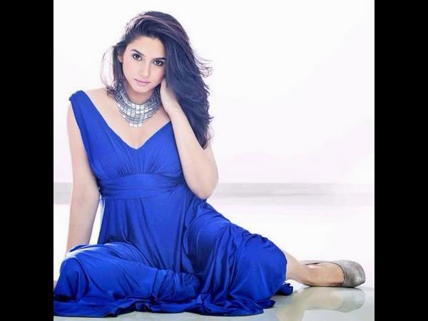 Ragini Dwivedi's work out for 'Nati Koli'