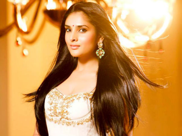 Ramya aka Divya Spandana returns back to Bangalore?
