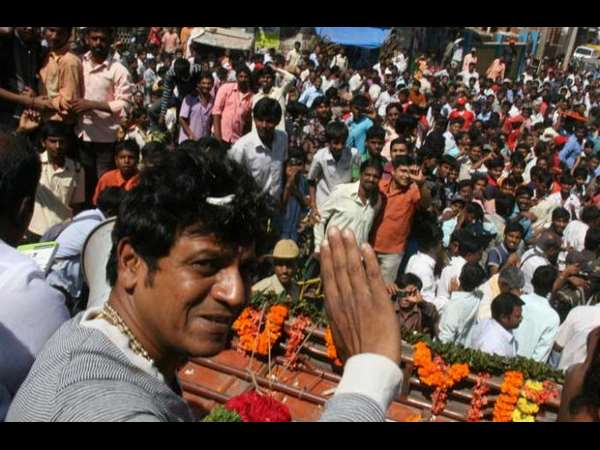shivarajkumar-s-fan-craze-for-vajrakaya-release