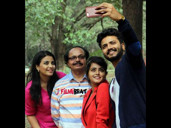 Kannada Movie 'Ishtakamya' team at Cubbon Park