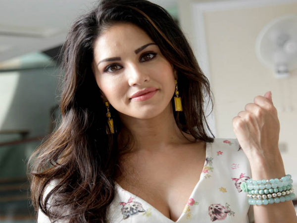 Shahrukh Khan To Work With Sunny Leone In Raees