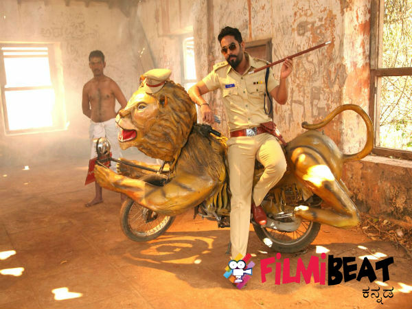 in-pic-raghu-bhat-as-police-officer-in-nanna-ninna-prema-kathe