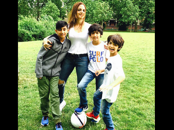 Hrithik Roshan Joins Sussanne Khan and His Kids For Holiday In London