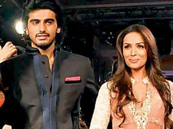 Actor Arjun Kapoor was at Dancer Malaika Arora's house last night