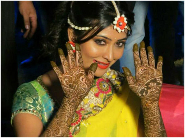 Radhika Pandit Talk About Mehndi Tradition