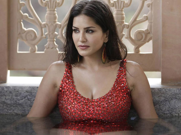 Sunny Leone is in Troble again due to her Advertisements
