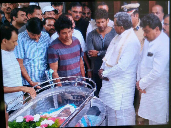 parvathamma-rajkumar-s-last-rites-to-be-performed-at-kanteerava-studio