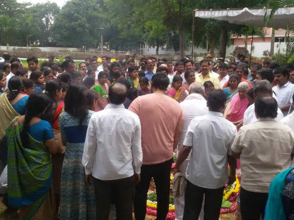 Raj family performed pooja to burial ground of 'Parvathamma Rajkumar'