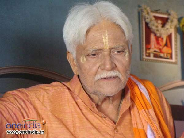 senior actor sadashiva brahmavar is found at his son's Place