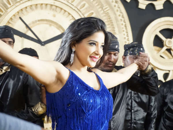 In pics: Sakshi Agarwal in Kannada Movie 19/11