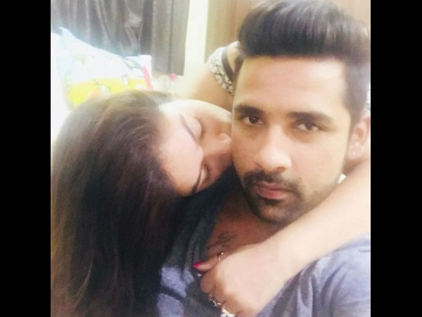 Puneesh-Bandgi trolled for copying Anushka-Virat kissing picture