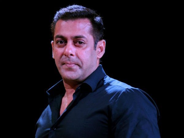 Woman gets into Salman Khans building and Threatens to commit suicide