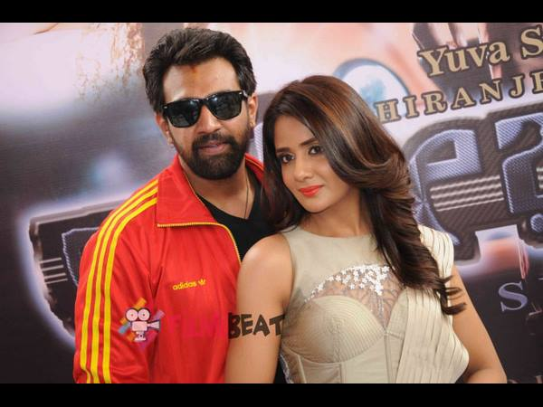 Director Vinay Krishna has alleged that actress Parul Yadav is not coming to promotio