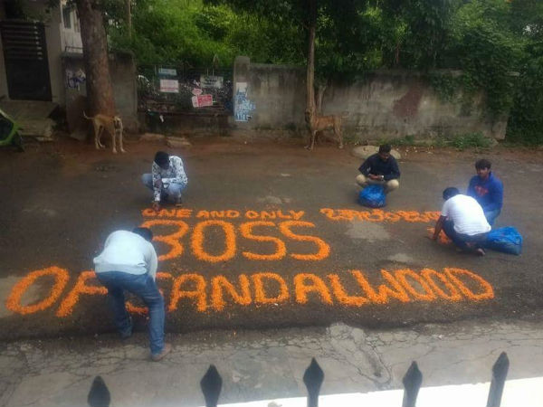 fans wrote as Boss in front of Darshans home