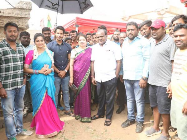 'ಸೀತಾರಾಮ ಕಲ್ಯಾಣ' ಸಿನಿಮಾದ ಶೂಟಿಂಗ್ ಸೆಟ್ ನಲ್ಲಿ ಕುಮಾರಸ್ವಾಮಿ