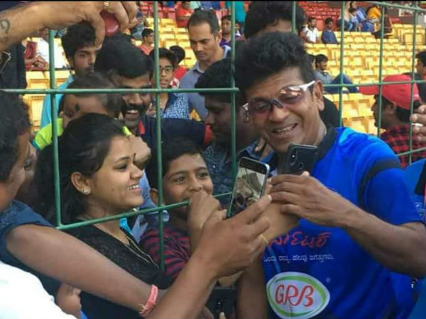 Shiva Rajkumar clicked selfies with Fans during KCC Cricket match