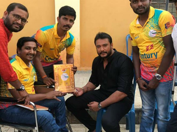 Darshan wishing Karnataka wheelchair cricket team