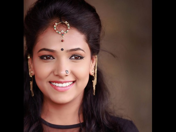 actress come anchor Anupama Gowda will play in Hindi film