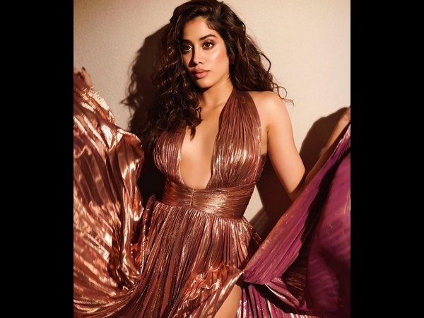 Bollywood actress Janhvi Kapoor New Photoshoot Going Viral In Social Media