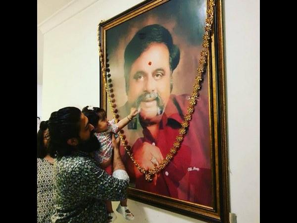 ಅಂಬಿ ಮೀಸೆ ಮೇಲೆ ಕೈಯಿಟ್ಟ ಯಶ್ ಮಗಳು: ಫೋಟೋ ವೈರಲ್