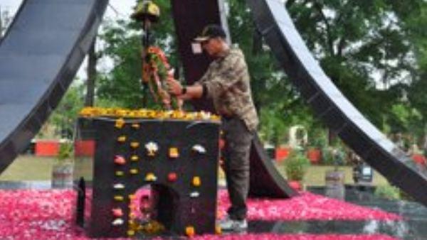 ಯೋಧರ ಭೇಟಿಯಾಗಿ 1 ಕೋಟಿ ದೇಣಿಗೆ ನೀಡಿದ ಅಕ್ಷಯ್ ಕುಮಾರ್