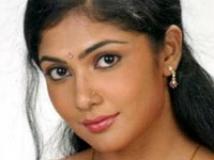 https://kannada.filmibeat.com/img/2009/04/06-kamalini-mukherjee3.jpg