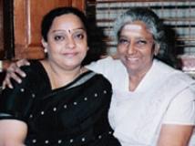 http://kannada.filmibeat.com/img/2009/10/14-manjula-gururaj-janaki1.jpg