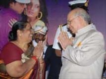 https://kannada.filmibeat.com/img/2009/12/15-governor-parvati1.jpg