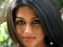 https://kannada.filmibeat.com/img/2010/11/25-shraddha-das1.jpg