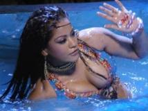 https://kannada.filmibeat.com/img/2011/11/15-mumaith-khan1.jpg