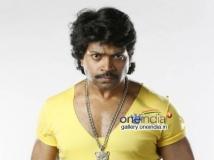 http://kannada.filmibeat.com/img/2015/04/06-1428293837-vinod-prabhakar-in-kannada-movie-belli-139523051730.jpg